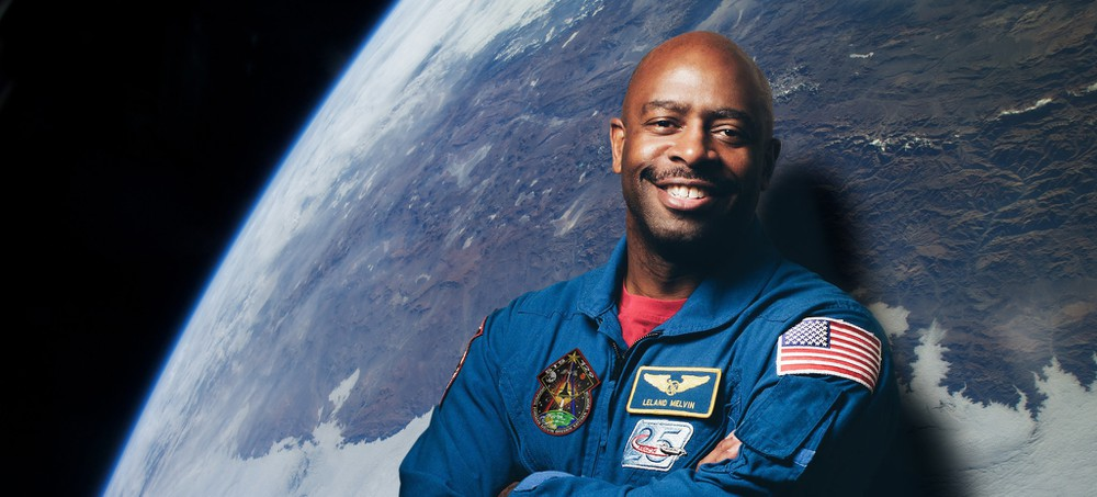 An Astronaut Tells His Story Through Breathtaking Photographs
